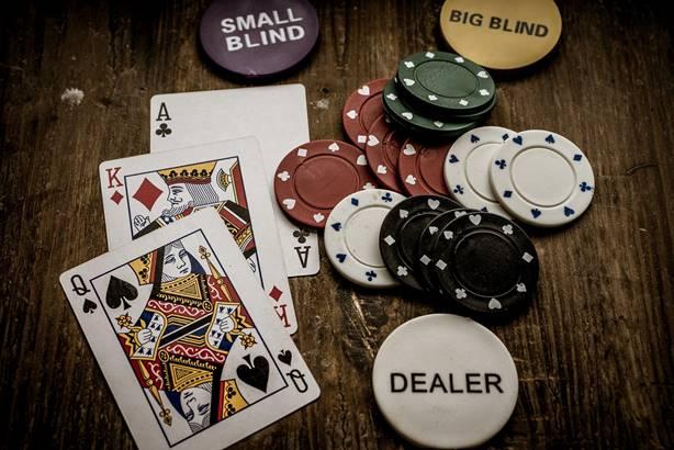что такое дилер в казино